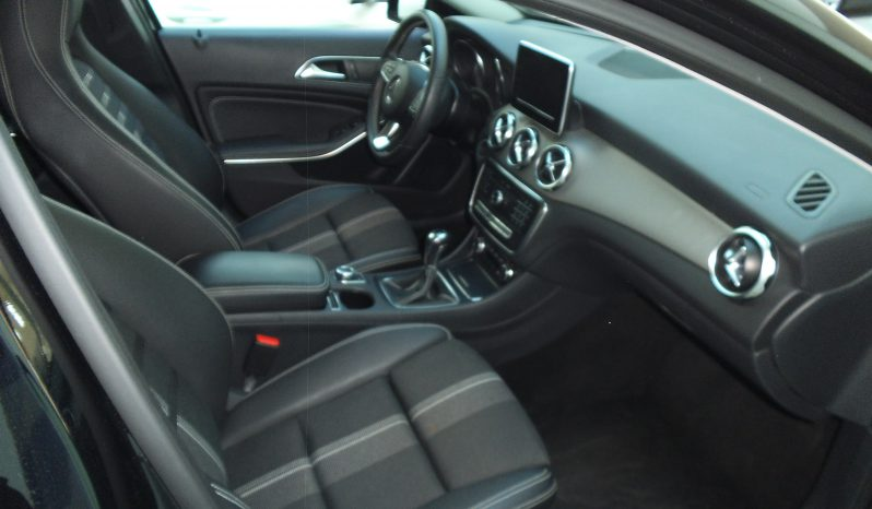 Mercedes GLA 180 D Sport Az. Imm. 2018 completo